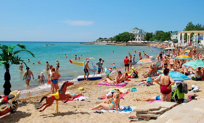 Отдых с детьми на пляже в Евпатории