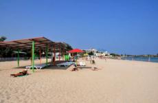 Где в Крыму есть песчаные пляжи с белым песком?