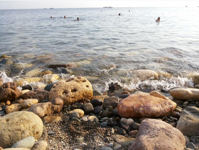 Валуны пляжа Яшмовый Севастополь Фиолент
