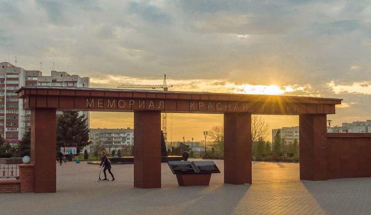 Мемориал Красная горка - центральный вход с мемориал