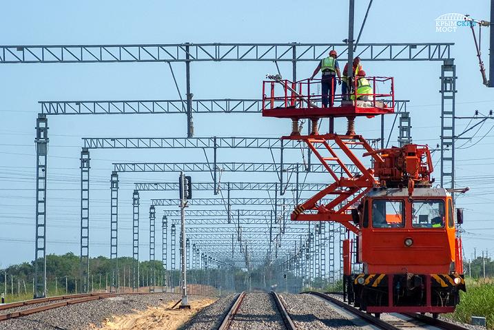 Прокладка рельсов на Крымском мосту фото 1