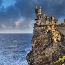 Ласточкино гнездо в Крыму — точка притяжения туристов!
