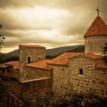 Армянский монастырь Сурб-Хач (Старый Крым) у подножья горы «Святой Крест»