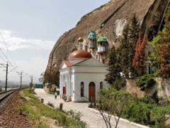 Инкерманский Свято-Климентовский пещерный мужской монастырь: место неземной красоты и умиротворения