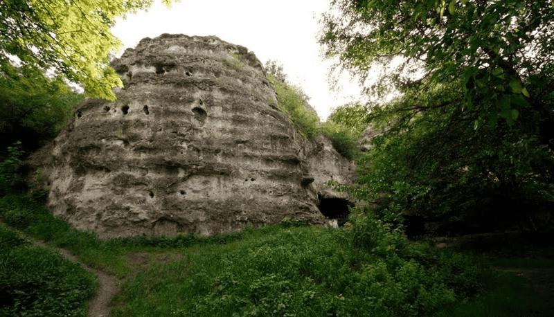 Пещера Чокурча в Крыму фото