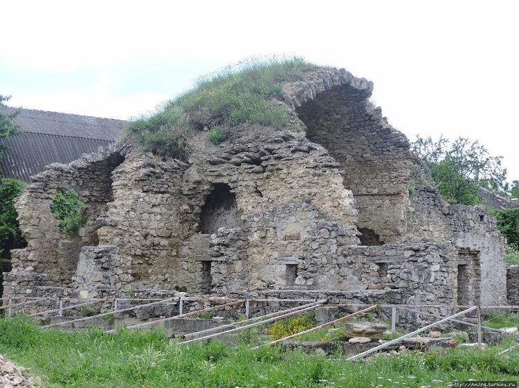Руины мечети Бейбарса в Крыму