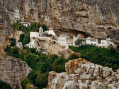 Свято-Успенский пещерный монастырь: не только святыня, но и знаменитая достопримечательность