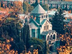 Храм и церковь Святой Рипсиме в Ялте: колорит Южнобережья и шедевр армянской архитектуры