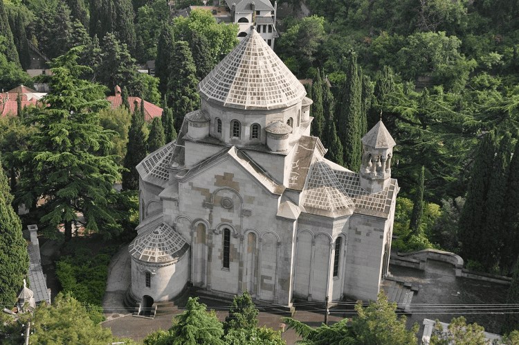 Церковь Святой Рипсиме в Ялте фото