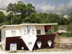 Перевернутый дом в Ялте: фото, видео обзор
