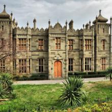 Воронцовский дворец в Алупке — самый красивый и знаменитый замок Крыма