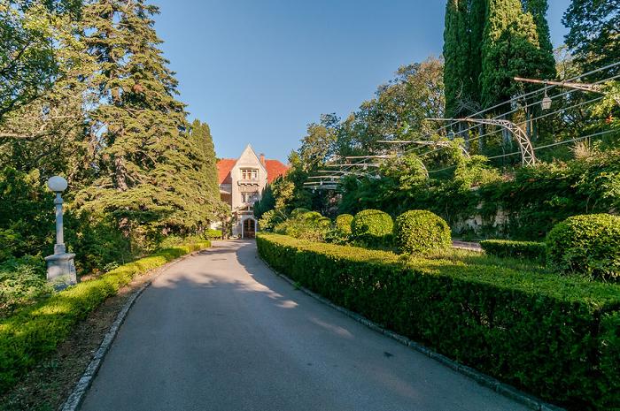 Дворец Харакс в Крыму
