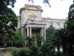 Почему стоит посетить дворец графа Мордвинова в Ялте?