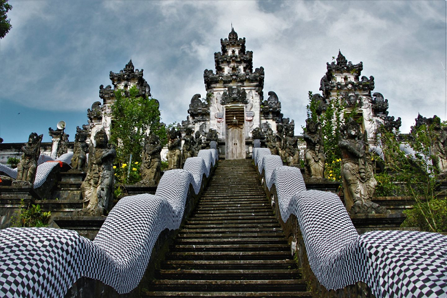 Экскурсии на Бали храм Пура Лемпуянг