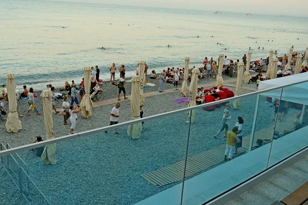Пляж приморский в Ялте