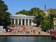 Приморский бульвар в Севастополе — самая посещаемая достопримечательность города
