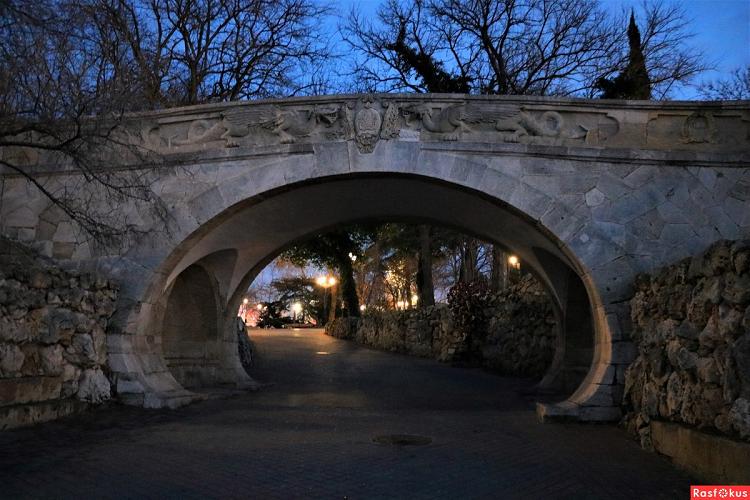 Приморский бульвар мостик влюбленных